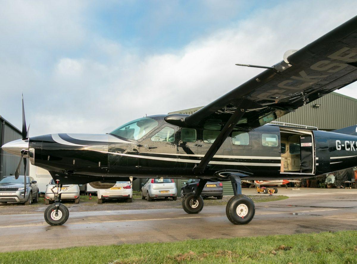 Black-Caravan-SE-1600